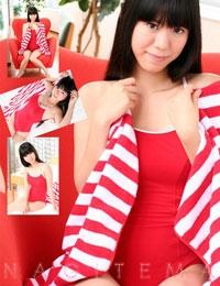 NAGITEMA 赤いワンピースの水着 表紙画像