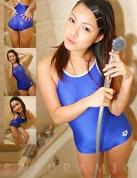 紗倉美緒 競泳水着でシャワー