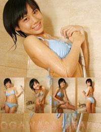 小川櫻子 水色ビキニでシャワー